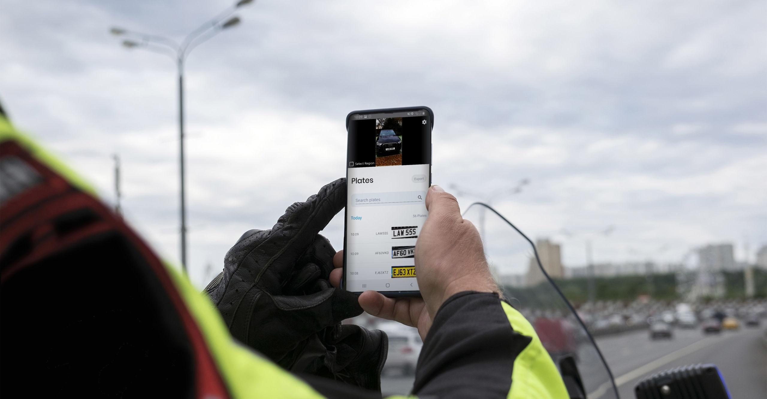Traffic police officer using android VaxAPLR ALPR OCR solutions